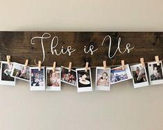 This Is Us - Holzschild- und Bildhalter, Instax-Bilderhalter, Fotohalter . This Is Us - Holz Picture Holders, Photo Holders, Custom Wooden Signs, Wooden Diy, Picture Boards, Picture Frames, Picture Walls, Photo Walls, Decoration Photo