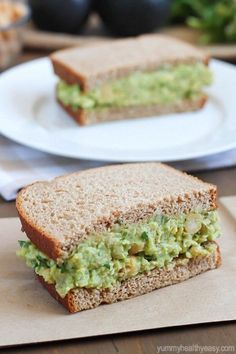 light and healthy sandwich made with smashed chickpeas, avocados and herbs.A light and healthy sandwich made with smashed chickpeas, avocados and herbs. Salat Sandwich, Chickpea Salad Sandwich, Fish Sandwich, Avocado Recipes, Vegan Recipes, Cooking Recipes, Healthy Snacks, Healthy Eating, Healthy Sandwiches