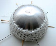 Ristiin rastiin: Valopallo jouluksi Decorative Bowls, Led, Crochet, Home Decor, Chrochet, Room Decor, Crocheting, Home Interior Design, Decoration Home