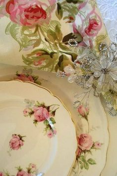 I lived in a hundred year old farmhouse and displayed my grandmothers sweet vintage rose dishes similar to these. Rose Cottage, Shabby Chic Cottage, Vintage Shabby Chic, Vintage Tea, Antique Dishes, Vintage Dishes, Vintage Plates, Vintage China, China Rose