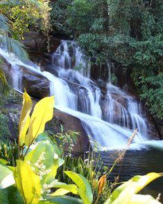 Que tal um bom banho de cachoeira pra lavar a alma? Essa aqui da foto fica em Paraty e é uma das paradas do passeio de 4x4 que fizemos lá na estrada pra Cunha.  Todas as dicas de Paraty estão em nosso blog http://ift.tt/1Rd5iyX