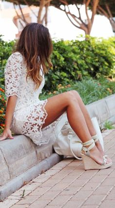 Lace dress + wedges love this whole outfit Estilo Fashion, Look Fashion, Fashion Beauty, Dress Fashion, Chic Dress, Lace Dress, Daisy Dress, Dress Shoes, Vetements Clothing