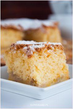 """Ciasto z bananami """"bananowy puszek"""" jest to dosłownie ciasto przypominające puszek. Bardzo delikatne, pyszne i słodkie z wyczuwalnym smakiem i aromatem banana."""