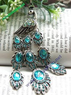 Silver peacock necklace.......gorgeous