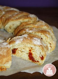 Tortano con pomodori secchi e provolone - Tortano with sun-dried tomatoes and provolone Sun Dried, Egg Recipes, Biscuits, French Toast, Pizza, Favorite Recipes, Dried Tomatoes, Pane, Canning