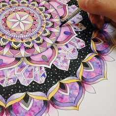 Discovered by ✩ Ochi ️✩. Find images and videos about beautiful, art and purple on We Heart It - the app to get lost in what you love. in 2019 Mandala Drawing, Mandala Painting, Mandala Tattoo, Mandala Doodle, Doodles Zentangles, Mehndi, Henna, Amazing Drawings, Art Drawings