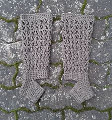 These toe-and heel-less socks work up quickly in a DK or light worsted weight yarn.