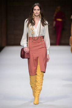 Elisabetta Franchi Milano - Spring Summer 2018 Ready-To-Wear - Shows - Vogue. Autumn Fashion 2018, Fashion 2020, Runway Fashion, Fashion News, Fashion Show, Fashion Looks, Fashion Outfits, Fashion Design, Fashion Trends