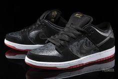 Nike SB Dunk Low Snake Eyes Swag Shoes, Men's Shoes, Nike Shoes, Sneakers Nike, Nike Sb Dunks, Sneaker Games, Gold Sneakers, Luxury Shoes, Snake Eyes