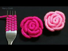 Crochet Flower Tutorial, Crochet Flower Patterns, Crochet Flowers, Diy Embroidery Flowers, Simple Embroidery, Yarn Crafts, Sewing Crafts, Woolen Flower, Mode Crochet