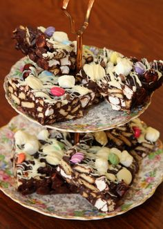 This is one of those cakes that is guaranteed to raise you several notches in the popularity stakes