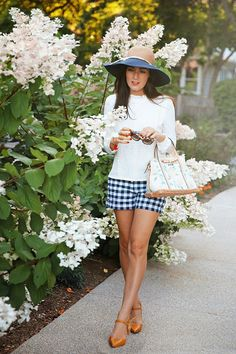 Floral on the Corner - Classy Girls Wear Pearls Sarah Vickers adventures in New England living, classic fashion, and travel. : Floral on the Corner - Classy Girls Wear Pearls Sarah Vickers adventures in New England living, classic fashion, and travel. Adrette Outfits, Preppy Outfits, Spring Outfits, Preppy Clothes, Preppy Mode, Preppy Style, Midi Rock Outfit, Estilo Preppy, Look 2015