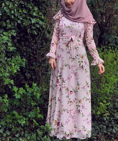 Chiffon and cotton maxi hijab outfits – Just Trendy Girls Modest Dresses, Stylish Dresses, Casual Dresses, Fashion Dresses, Hijab Style Dress, Hijab Outfit, Islamic Fashion, Muslim Fashion, Mode Abaya