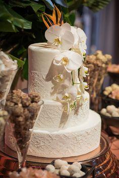 Anna e Fernando | Um casamento tropical e cheio de amor Naked Cakes, Tropical, Desserts, Design, Wedding Website, Pie Wedding Cake, Cake Ideas, Personality, Weddings