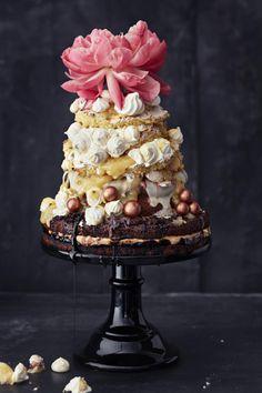 Grande Finale -överikakku // Triple Layer Cake Food & Style Elina Jyväs, Baking Instinct Photo Reetta Pasanen www.maku.fi