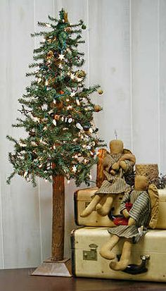 free images for primitive decor. | ... Skinny Christmas Tree - Primitive Christmas Trees - Primitive Decor