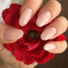 Natural, neutral, nude, light pink, round, oval, gel, shellac, acrylic nails