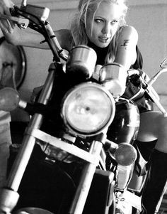 Moto [Angelina Jolie]  #women #motorcycles #rebelgirl