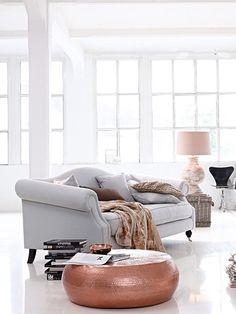 Sofa-Liebe! Klassisch-elegantes Sofa mit nostalgischem Charme. Home Living Room, Living Room Decor, Rose Gold Interior, Sofas, Scandinavian Living, Loft Style, Best Interior Design, Furniture Decor, Sweet Home