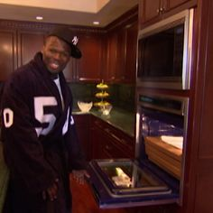 This is just one of SIX kitchens in 50 Cent's massive Connecticut mansion. 50 Cent Videos, Mtv Cribs, Celebrity Houses, Dream Houses, Eminem, Connecticut, Mansion, Nba, Kitchens