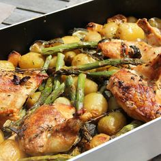 Roast Chicken with White Wine, Potatoes, Asparagus and Lemon Recipe Lemon Recipes, New Recipes, Cooking Recipes, Healthy Recipes, Banana Recipes, Healthy Foods, Recipe Using Chicken, Chicken Recipes, One Skillet Meals