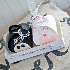 Ein zuckersüßes Pinguin-Brautpaar