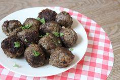 Simpel recept voor gehaktballen met nasismaak die gewoon in de koekenpan kunnen worden gemaakt. Zoals oma of grootmoeder ze maakte. Op eet het beter.