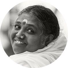 Website of Amma, Mata Amritanandamayi Devi Spiritual Figures, Spiritual Life, Hindus, Mata Amritanandamayi, Wanderlust Yoga, Visit Atlanta, Soul Family, Heart Knot, Religion