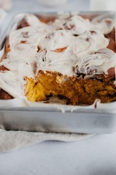 Cinnamon Bun Recipe, Best Cinnamon Rolls, Pumpkin Cinnamon Rolls, Awesome Desserts, Fun Desserts, Dessert Recipes, Breakfast Dessert, Breakfast Time, Pumpkin Recipes