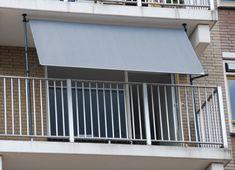 Dit unieke Flex Frame van Nesling is te combineren met ieder Coolfit rolgordijn en verandert het rolgordijn in een zonnescherm voor uw balkon. Het Flexframe bestaat uit gepoedercoat staal in de kleur antraciet en is heel eenvoudig te monteren zonder te boren. De poten van dit unieke flex systeem zijn in hoogte verstelbaar, waardoor deze geklemd kunnen worden tussen de vloer en het plafond van uw balkon. #balkon #schaduw #zonnescherm Garage Doors, Outdoor Decor, Home Decor, Decoration Home, Room Decor, Home Interior Design, Carriage Doors, Home Decoration, Interior Design