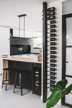 Selected by Sabine: nog meer leuks voor je interieur Wine Rack Design, Home Wine Cellars, Wine Shelves, Bar Shelves, Wine Storage, Home Bar Designs, Kitchen On A Budget, Bars For Home, Home Kitchens