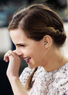 Emma Watson. Emma Watson, Diamond Earrings, Pearl Earrings, Jewelry, Fashion, Diamond Studs, Jewellery Making, Moda, Pearl Studs