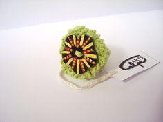 """Anillo de crochet """"botón pintado a mano"""" de CalpeArts por DaWanda.com"""