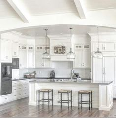 Modern Kitchen Interior Remodeling Stylish White Kitchen Cabinets Decor Ideas 10 - Your kitchen is one of the most used rooms in your home and the one you spend most of your […] Kitchen Cabinets Decor, Farmhouse Kitchen Cabinets, Modern Farmhouse Kitchens, Kitchen Cabinet Design, Kitchen Redo, Home Decor Kitchen, New Kitchen, Home Kitchens, Kitchen Ideas