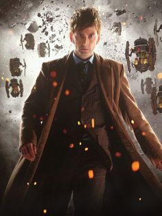 David Tennant on the cover of the new Doctor Who Anniversary Collection DVD <<< noooo he looks oldddddd he's not allowed to do thaaaaaaat The New Doctor, Doctor Who 10, 10th Doctor, Geronimo, Serie Doctor, Doctor Who Wallpaper, David Tennant Doctor Who, Broadchurch, Billie Piper