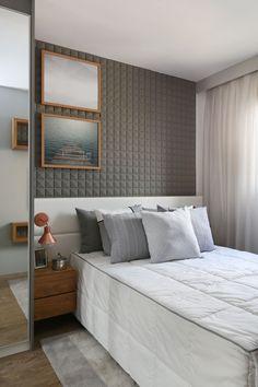Revestimento 3D com uma pintura cinza é o grande o destaque desse quarto de casal. Ele foi todo criado e desenvolvido por nós, a cabeceira em  tecido off white com uma paginação neutra e que valorize o revestimento acima. Criamos um enxoval que harmoniza com todos os elementos de projeto.  #arquitetura#arquiteturadeinteriores#interiordesign#saopaulo#decoracao#interiores#coolreference#design#furniture#soleart#tricodecor#forrorama#revestimento3D#suitecasal Bedroom Wardrobe, Master Bedroom, Bedroom Decor, Sun House, Double Room, Interiores Design, Decoration, Sweet Home, Furniture