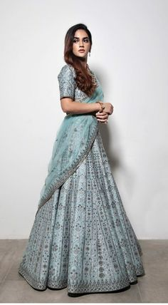 Party Wear Indian Dresses, Indian Fashion Dresses, Indian Bridal Outfits, Indian Gowns Dresses, Party Wear Lehenga, Dress Indian Style, Indian Designer Outfits, Indian Fashion Trends, Pakistani Dresses