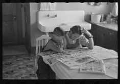 Children reading Sunday papers, Rustan brothers' farm near Dickens, Iowa. This farm was formerly owner operated but they are now tenants of Metropolitan Life Sunday Paper, Local Paper, Sioux City, Great Depression, Homeless Man, Powerful Images, Kids Reading, Three Kids, Rare Photos