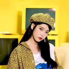 """""""the IRONY of the fact that kpop stans used wonder girls as the MAIN tool against the bts paved the way agenda and here we have sunmi, an original member of the said group, claiming that it's indeed, bts that paved the way"""" Korean Actresses, Korean Actors, Actors & Actresses, Kpop Girl Groups, Kpop Girls, Boy Groups, Korea Fashion, Iu Fashion, Korean Artist"""