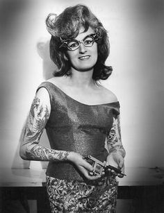 Cindy Ray w/ her tattoo gun. Also, those glasses Cindy Ray w/ her tattoo gun. Also, those glasses Tattoo Passion, Pin Up, Tattoo People, Photo Vintage, Full Body Suit, Vide Dressing, Body Modifications, Picture Tattoos, Tattoo Pics