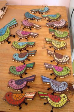 Would be really nice craft to do with paper scraps...have birds already traced out and kids cut up small pieces of color  to fill in....would also be nice painted...kids paint bird then add black lines to make it look like a mosaic.