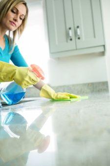 Mujer Limpiando Su Casa Foto Gratis Tareas De Casa Limpiar La Casa Tareas Domésticas