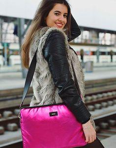 funda-ordenador-metalic-fucsia-3 Shoulder Bag, Bags, Collection, Fashion, Notebook Covers, Hot Pink, Handbags, Moda, Fashion Styles