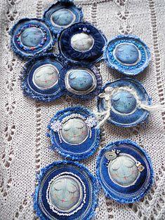 NA KOŠILCE MÁM... / Zboží prodejce DANTELY   Fler.cz Hand Embroidery Flowers, Free Motion Embroidery, Beaded Embroidery, Funky Jewelry, Recycled Jewelry, Jewelry Art, Textile Jewelry, Fabric Jewelry, Fabric Art