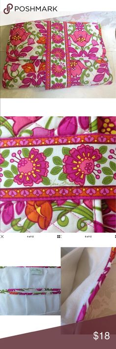 Vera Bradley Lilli Bell Floral Diaper Changing Pad Beautiful and practical ~ the essence of Vera Bradley!  No tears, stains, or rips. Clean and odor free.  Terry cloth changing pad is clean and soft. Velcro closure functioning well.   Clean & bright.  Please see photos and thanks for looking! Vera Bradley Accessories