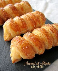 Siula Golosa: Puff pastry cannoli with custard – Famous Last Words Sicilian Recipes, Greek Recipes, Croissant Dough, Dessert Pizza, Cannoli, I Love Food, Yummy Cakes, Finger Foods, Sweet Tooth