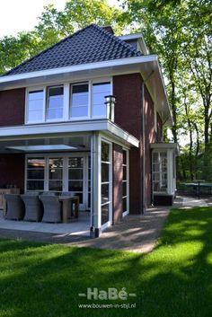 Vrijstaande woning met praktijkruimte in jaren 30 stijl Dutch Netherlands, Outside Living, Backyard, Patio, Modern House Design, My House, House Plans, Brick, Pergola