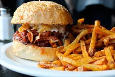 Toronto's Best Sandwiches: the pulled unpork from Hogtown Vegan - Eat - March 2013 - Toronto Vegan Restaurants Toronto, Unique Recipes, Ethnic Recipes, Vegan Lunches, Vegan Burgers, Best Sandwich, Vegan Life, Vegan Recipes, Vegan Food