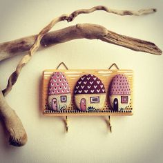 Design, artistic and unique jewelry created specially for you. Find your hand-made happiness in my page Stone Crafts, Rock Crafts, Cute Crafts, Diy And Crafts, Arts And Crafts, Pebble Painting, Pebble Art, Stone Painting, Welcome Design