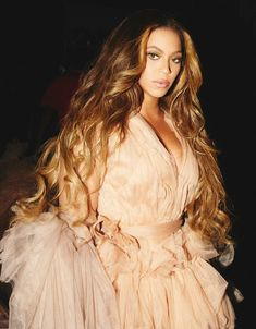 Beyonce reminds us the huge role of hair in a heightened feminine image Beyonce 2013, Rihanna, Beyonce Knowles Carter, Beyonce And Jay Z, Beyonce Bob, Beyonce Family, Beyonce Coachella, Beyonce Blonde, Style Beyonce